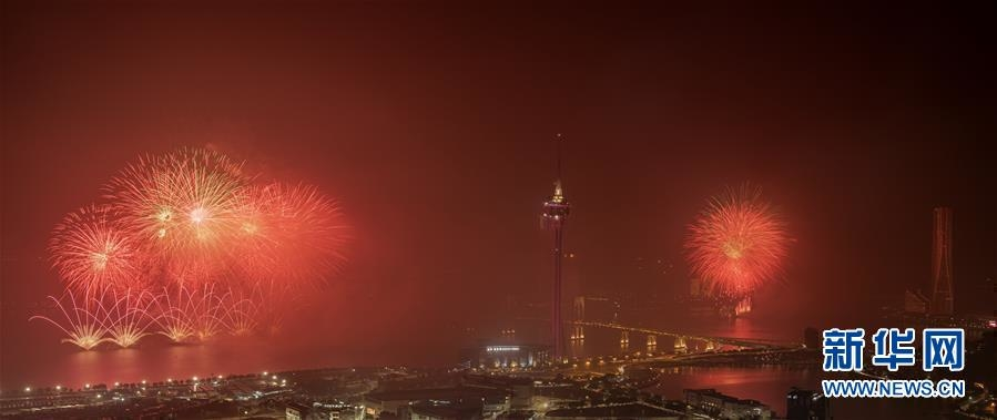 (新华视界)(2)澳门与珠海首次联合举行烟花汇演庆祝澳门回归20周年