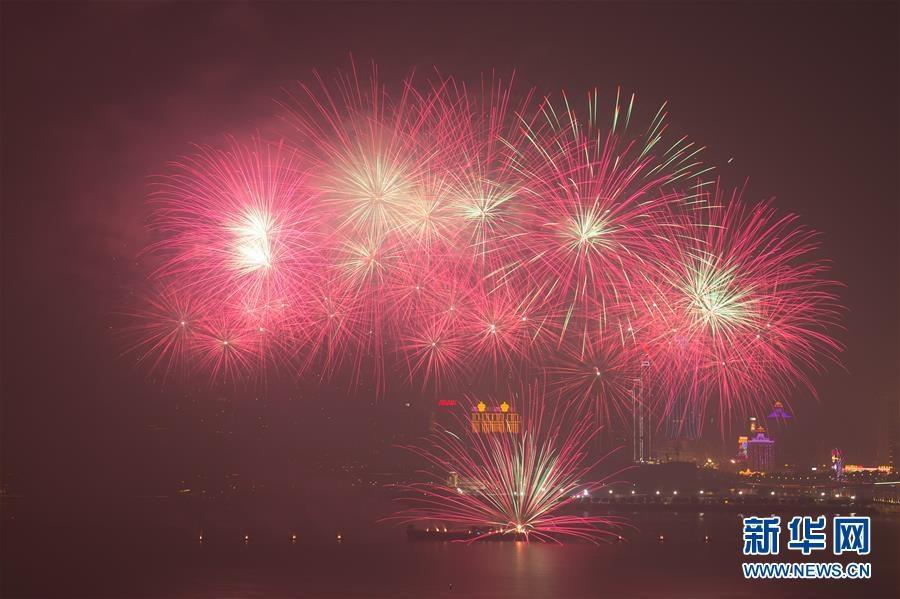 (澳门回归20周年)(4)澳门与珠海首次联合举行烟花汇演庆祝澳门回归20周年