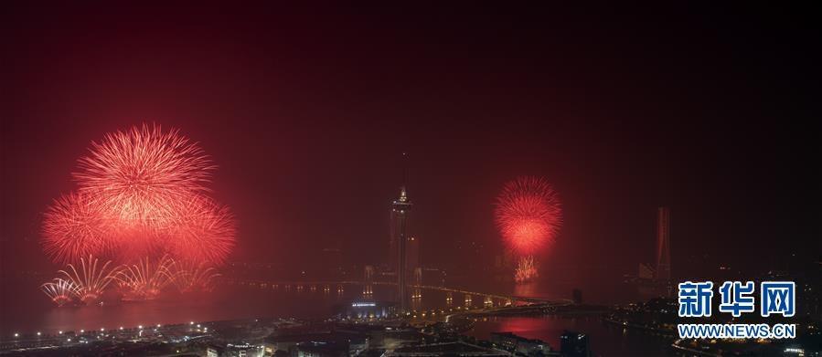 (新华视界)(3)澳门与珠海首次联合举行烟花汇演庆祝澳门回归20周年