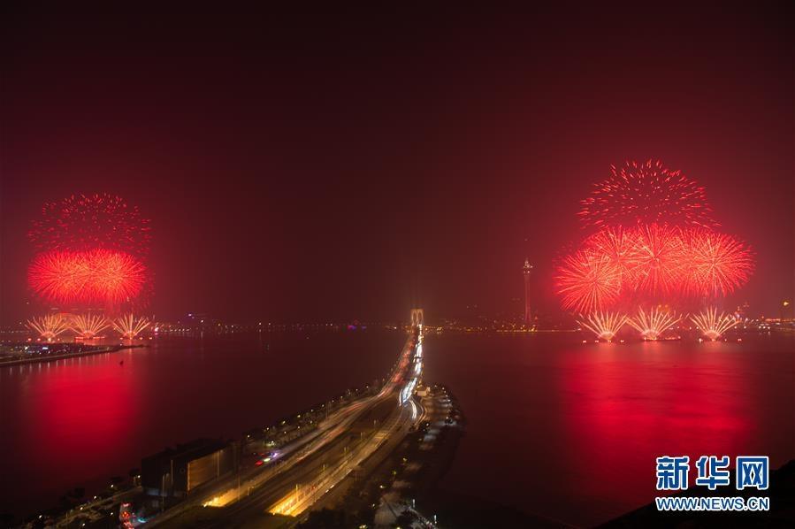 (澳门回归20周年)(7)澳门与珠海首次联合举行烟花汇演庆祝澳门回归20周年