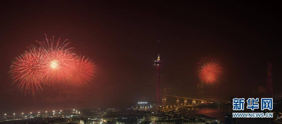 (新华视界)(1)澳门与珠海首次联合举行烟花汇演庆祝澳门回归20周年